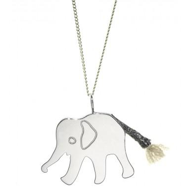 Elefant als Schmuck mit Kette von Claire Naa