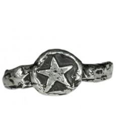 Modeschmuck als Silberring mit Stern von Pyrrha